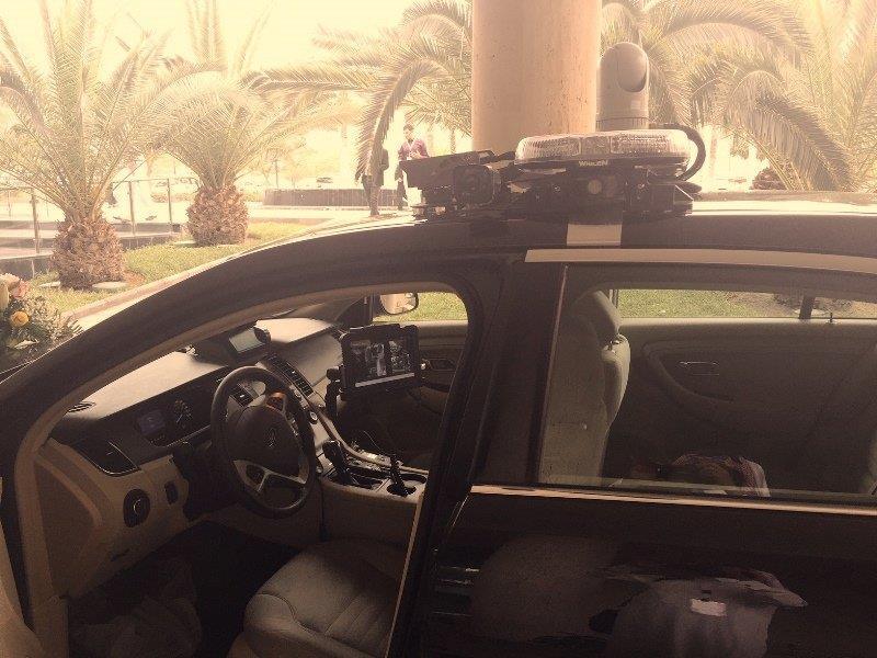 الكشف عن مركبة أمنية ذكية تكشف المطلوبين عند مرورهم بجانبها وترصد السيارات المعمّم عليها