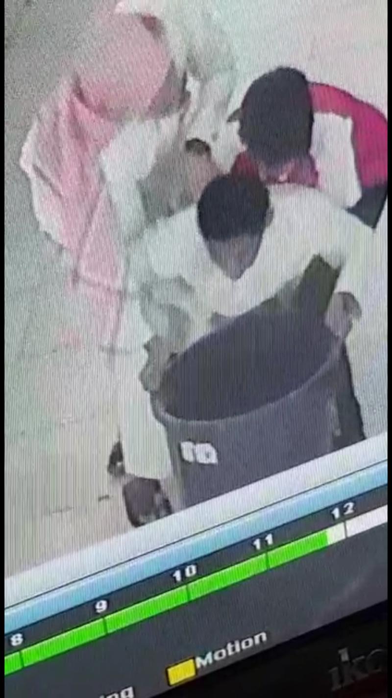 فيديو..طالب ينقذ زميله بعد  بمتوسطة بالرياض