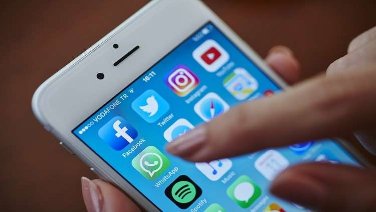 """واتس آب قد يحرج المستخدمين بإرسال تسجيلات صوتية """"دون علمهم"""""""