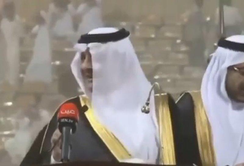 شاهد.. أمير الشرقية يُصِر على حضور حفل خريجي جامعة البترول برغم العواصف