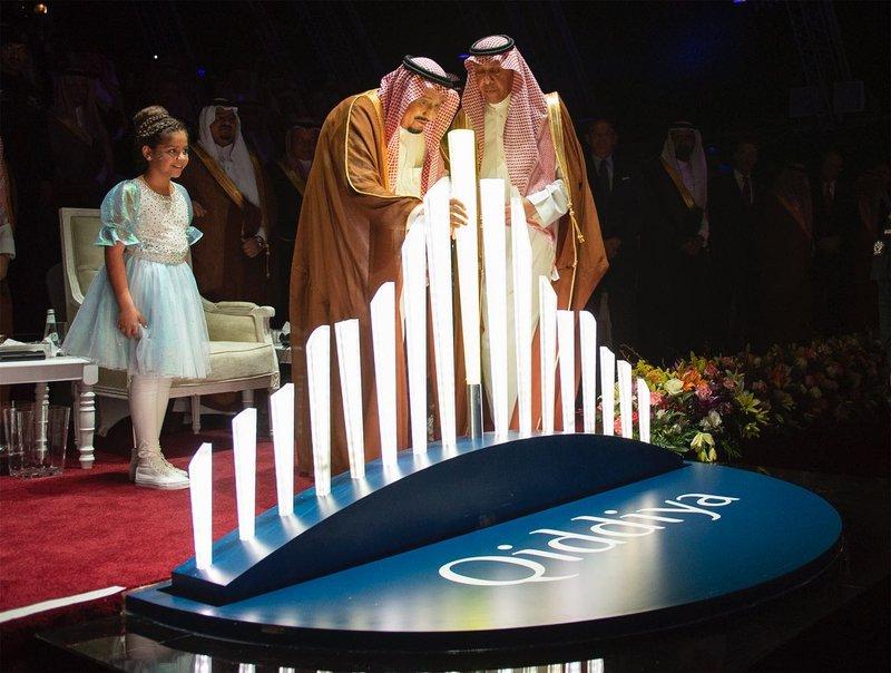 خادم الحرمين الشريفين يضع حجر الأساس لمشروع القدية الترفيهي في الرياض