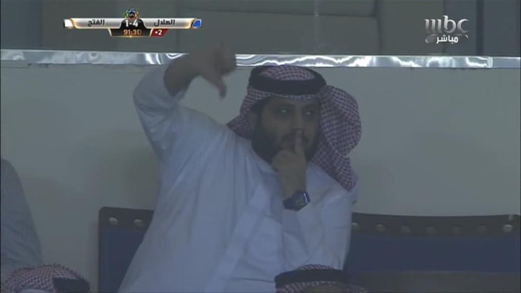 """هكذا ردّ """"آل الشيخ"""" على صافرات الاستهجان التي أطلقتها الجماهير في مباراة الهلال والفتح (فيديو)"""