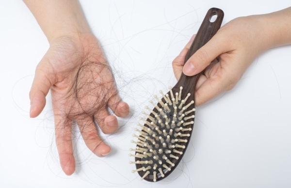 بهذه الحلول الثلاثة .. اقض على مشكلة تساقط الشعر