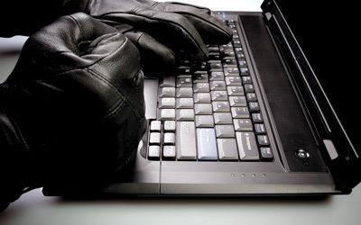 """""""الأمن العام"""" يحذر من مواقع وهمية تستهدف المواطنين والمقيمين للتحايل عليهم.. ويوضح أساليبها (فيديو)"""