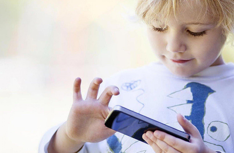 في العلوم والبرمجة.. أفضل تطبيقين يعززان إبداع طفلك