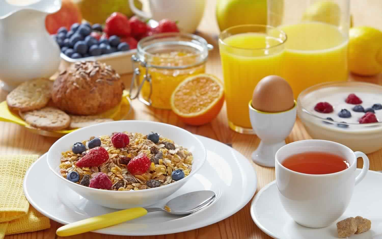 إهمال وجبة الإفطار من أسباب البدانة