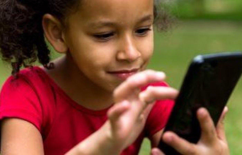 3 آلاف تطبيق «أندرويد» يتعقب الأطفال ويجمع بياناتهم دون إذن