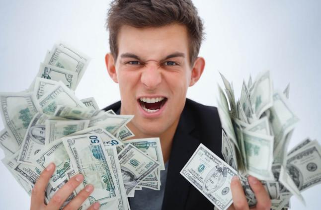 شاب يربح 500 ألف دولار شهريًّا بسبب اللعب!