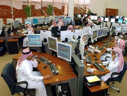 تقلص 40% من عدد موظفي بنوك السعودية والإمارات في 2025