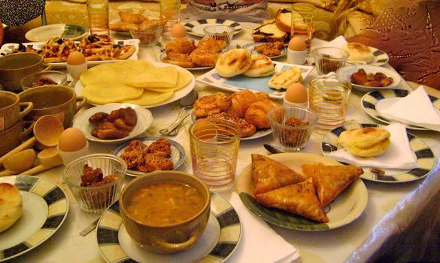 تعرف على السعرات الحرارية لموائد الإفطار وحلويات رمضان
