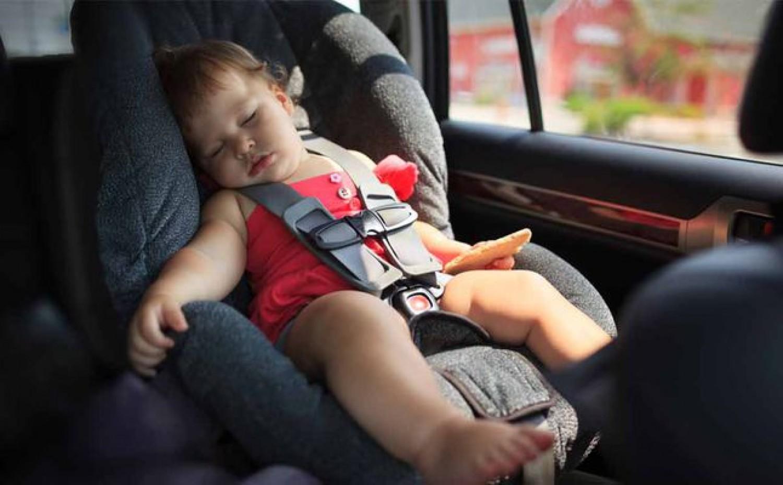 نصائح بسيطة لشراء مقعد الطفل في السيارة