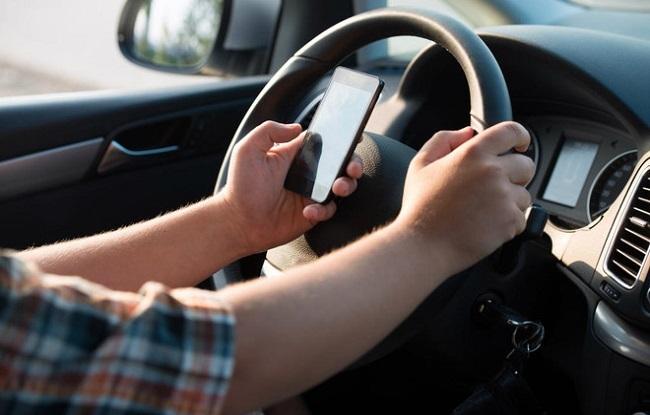 بهذه الطريقة .. يتخلى أبناؤك عن استخدام هواتفهم أثناء القيادة