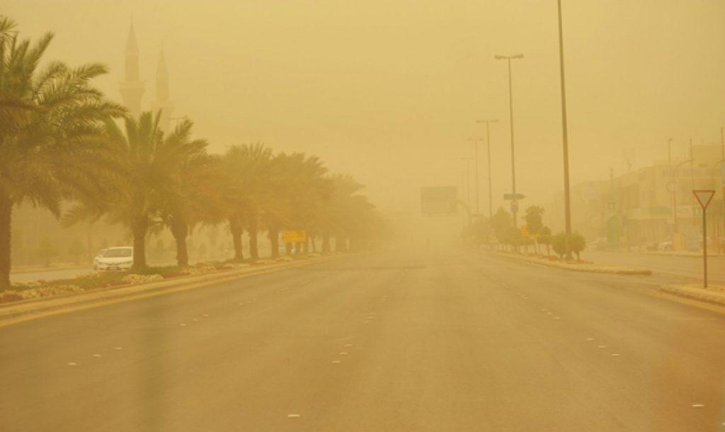 الإنذار المبكر يُنبه إلى تعرض الرياض لرياح سطحية مُثيرة للأتربة والغبار