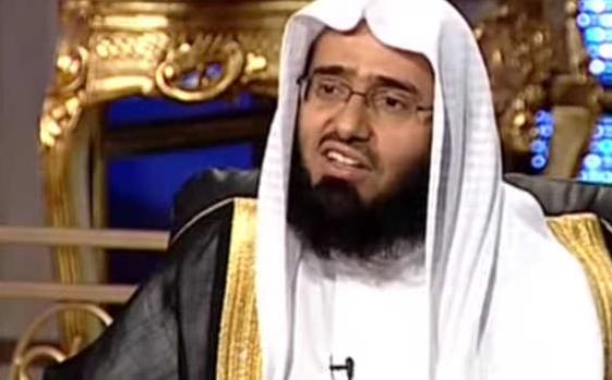 """هل يجوز الصلاة خلف إمام الحرم من داخل الفنادق المجاورة؟.. """"الفوزان"""" يجيب"""