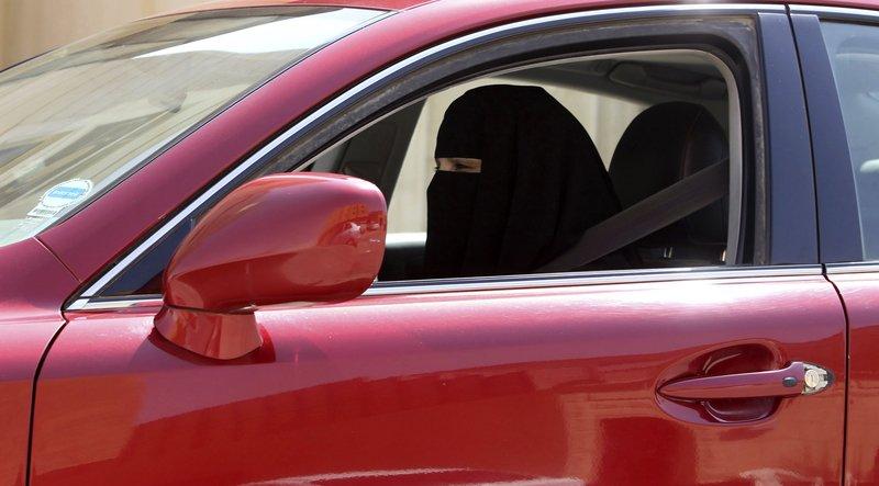 قريبًا.. سعوديات وأردنيات لتعليم المرأة قيادة السيارة