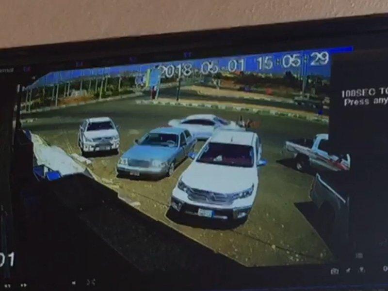 """بالفيديو.. تفاصيل حادثة دهس """"سبعيني"""" بالعارضة.."""