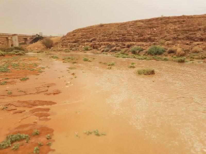 شاهد .. أمطارٌ متفرقة على حريملاء وثادق ومرات وأشيقر