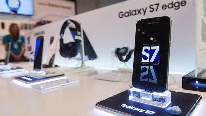 """هذه المشكلة تؤرق مستخدمي """"Galaxy S7"""" .. تعرف عليها الآن"""