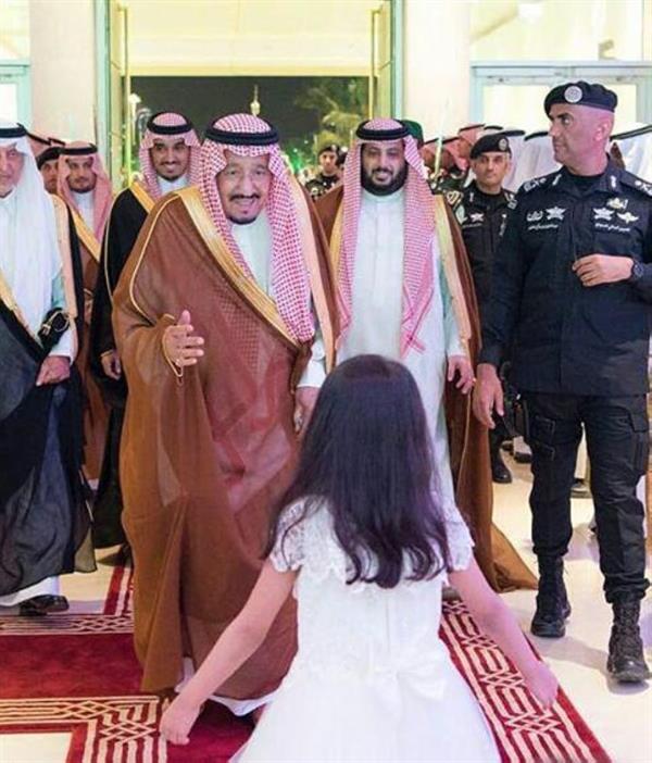الطفلة صاحبة الصورة الأشهر في نهائي كأس الملك تروي تفاصيل استقبالها لخادم الحرمين