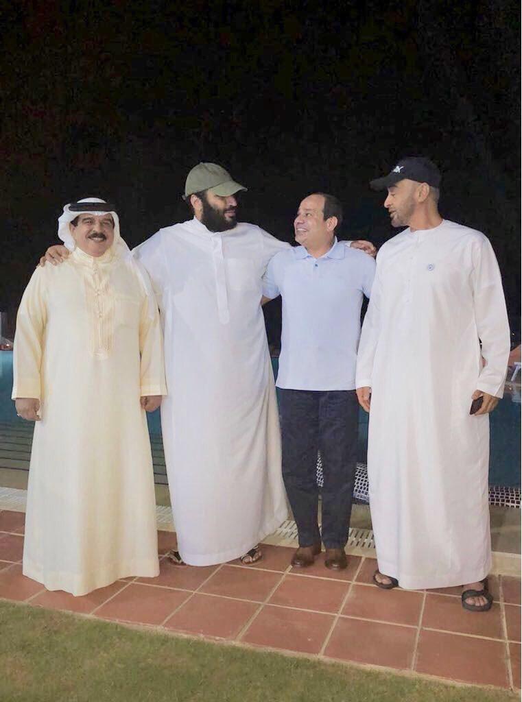 ولي العهد في لقاء ودي مع بعض رؤوساء الدول الخليجية في ضيافة الرئيس المصري قبل أيام