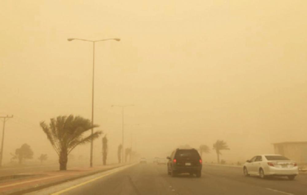 أمطار وغبار .. طقس غير مستقر في 10 مناطق لهذا اليوم