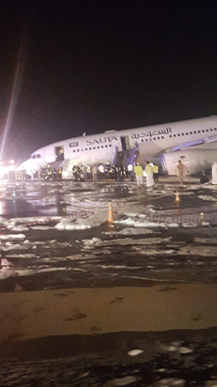 الكشف عن سبب حادث الطائرة في مطار جدة.. وهكذا تم إخلاء الركاب