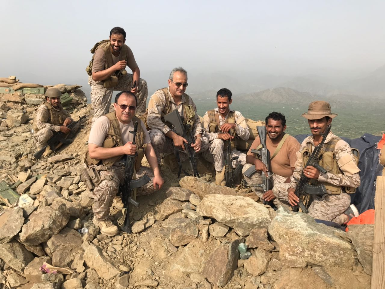 بالصور.. قائد القوات المشتركة يزور الوحدات في منطقة العمليات