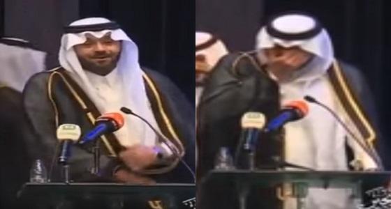 بالفيديو.. الفنان يوسف الجراح يبكي أمام الحضور لهذا السبب