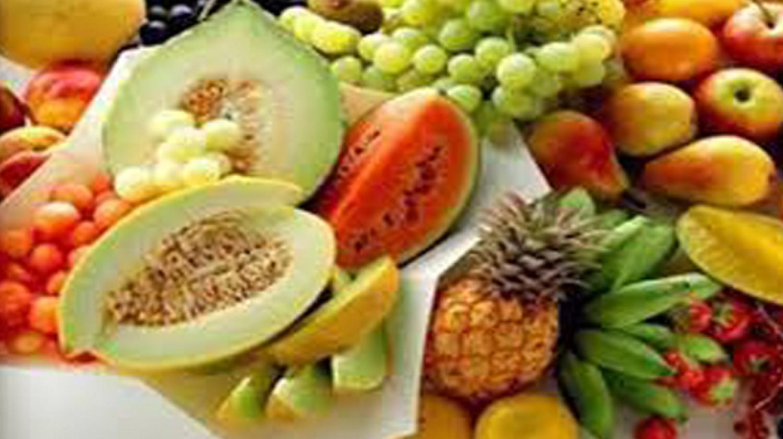 10 أطعمة تخفض درجة حرارة الجسم خلال الصيف