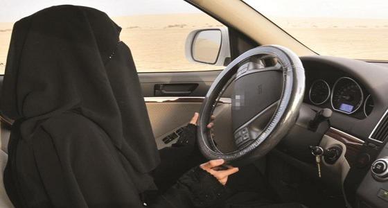 موقف طريف بانتظار السيدات عندما يقدن السيارات
