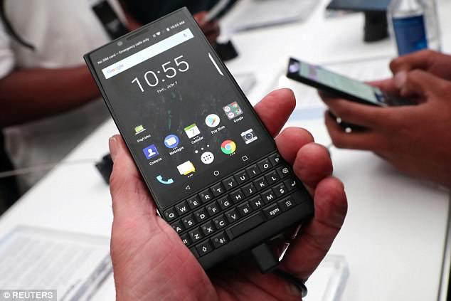 لوحة مفاتيح مجددًا.. بلاك بيري تكشف سعر هاتفها الذكي الجديد