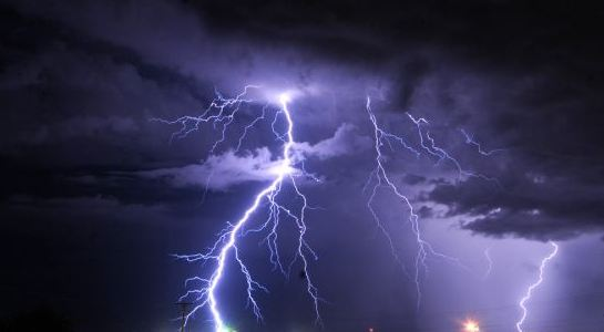 طقس الثلاثاء .. تحذير من أمطار رعدية وغبار على 9 مناطق