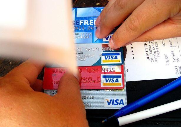 خلل في بطاقات فيزا .. والشركة تكشف السبب