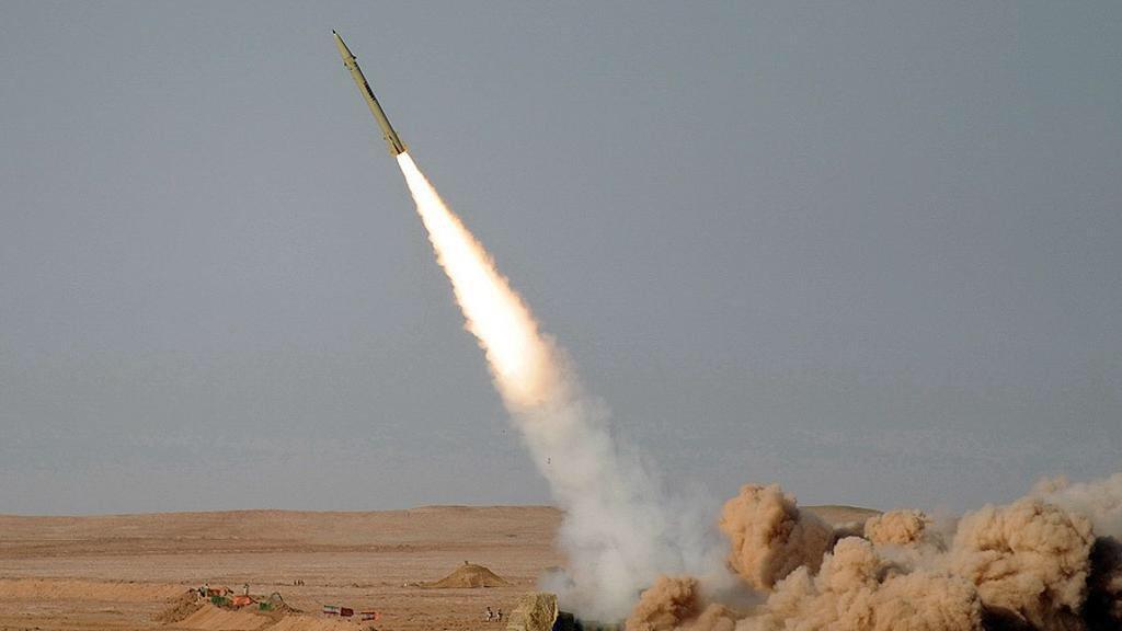 قوات الدفاع الجوي تعترض صاروخاً باليستياً أطلقه الحوثيون باتجاه ينبع