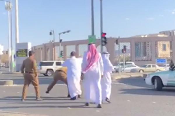 الأميرة بسمة بنت سعود تعلق على واقعة الاعتداء على رجلي أمن بالمدينة .. ما حدث جزء بسيط من المشكلة !