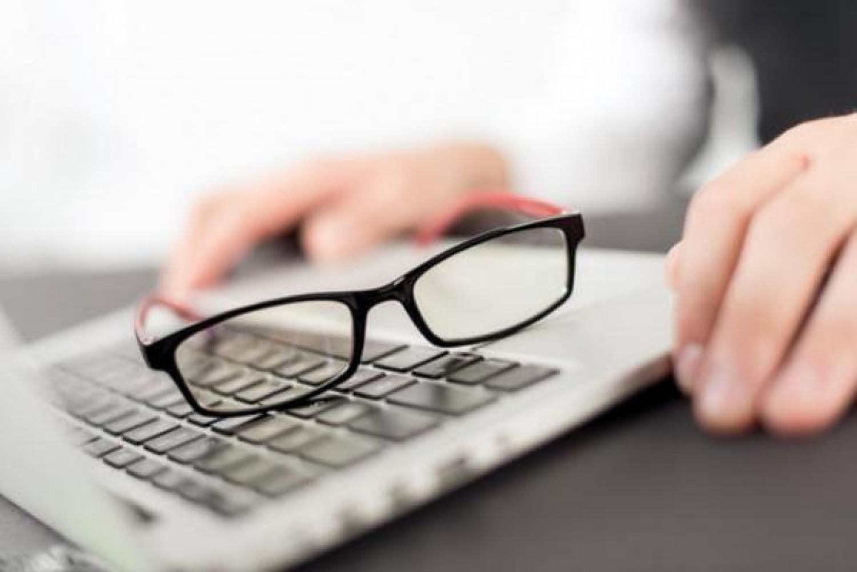 متى تحتاج إلى نظارة للشاشة؟