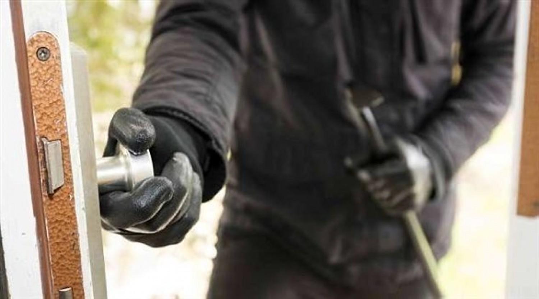 لصوص يكشفون 8 حيل لحماية المنازل من السرقة أثناء السفر