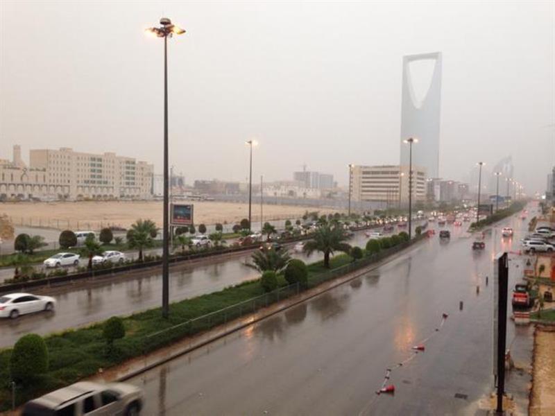 """""""الإنذار المبكر"""": سحب رعدية ممطرة على أجزاء من الرياض حتى الرابعة فجراً"""