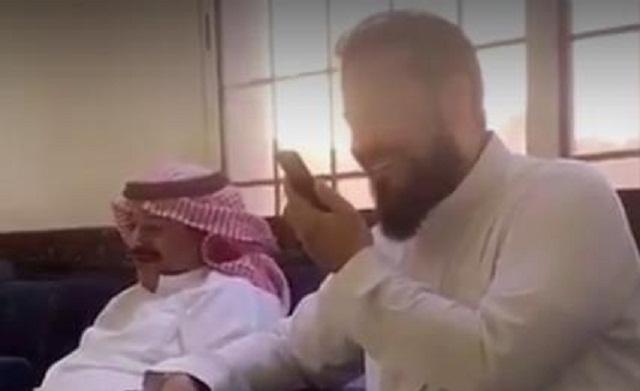 فيديو العريفي يتصل بالملك سلمان ويهنئه بالعيد