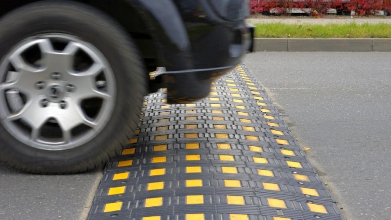 5 نصائح مهمة لحماية أسرتك من مخاطر «المطبات» أثناء القيادة