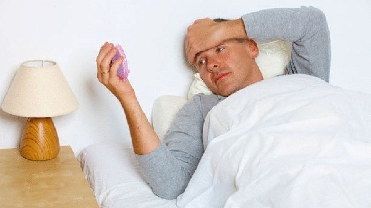 دراسة: «نقص النوم» يسبب زيادة الوزن والسكري