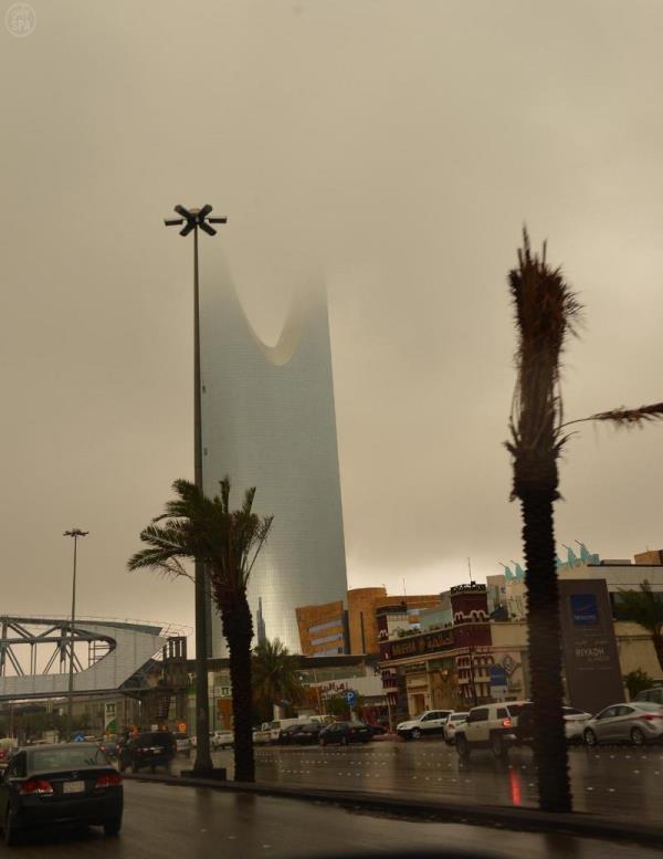 """""""الأرصاد"""": سحب رعدية ممطرة وغبار على أجزاء من منطقة الرياض"""