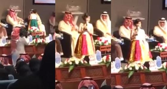بالفيديو.. موقف جريء لطفلة مصابة بالسكري مع نائب أمير الشرقية