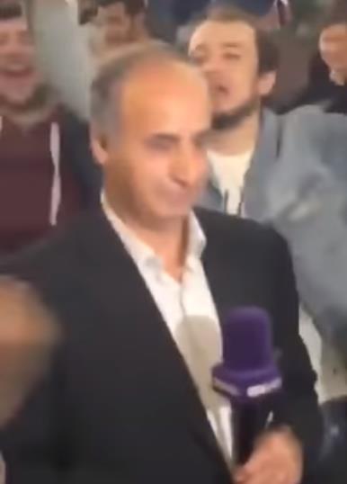 """شاهد.. مشجعون سعوديون ينفعلون على مراسل """"بي إن سبورت"""" في موسكو ويهتفون """"عاش سلمان ملكنا"""""""