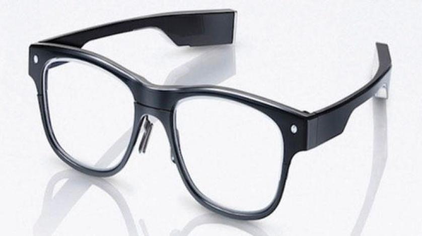 """""""تخصّصي العيون"""" يُحذر من التعامل مع نظارات إلكترونية يسوَّق لها كعلاج لأمراض البصر"""