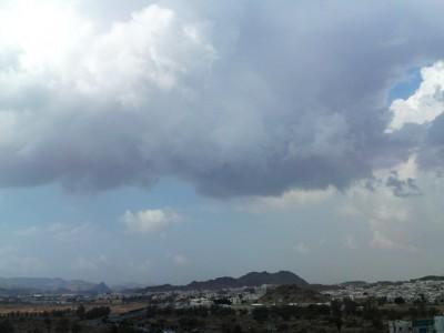 الأرصاد تحذر: أمطار رعدية وغبار على 8 مناطق الجمعة