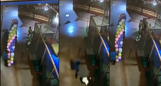 بالفيديو.. تحرش عامل في مدينة ملاهي شهيرة بطفل وفتاة
