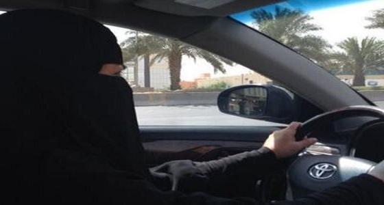 موقف طريف لسيدة تقود سيارة في نسيم الرياض