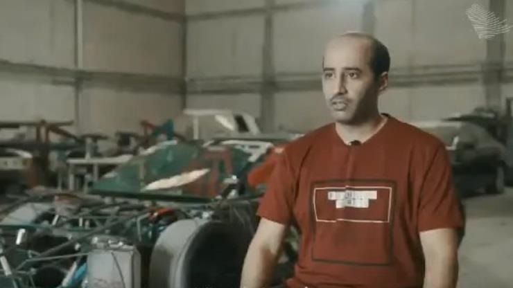 شاهد.. قصة شاب سعودي يحاول تصنيع سيارة رياضية سعودية