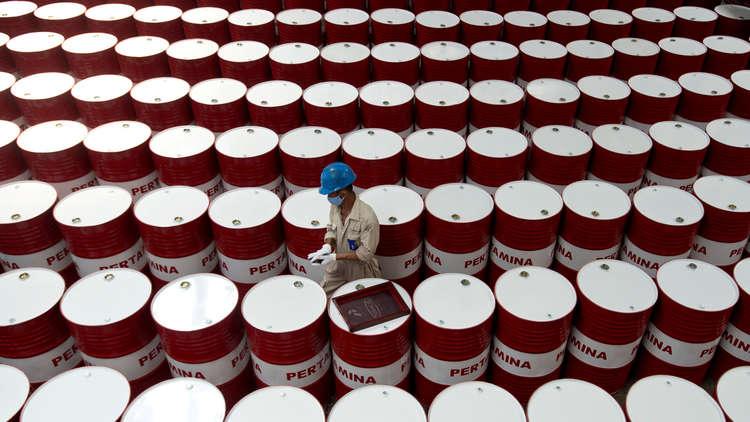 """رغم زيادة الانتاج.. الطاقة الدولية تحذر من """"خطر"""" في سوق النفط"""